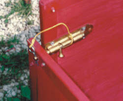 Closeup of the sliding doorbolt with a clip used to secure the front end gate to the cart panel