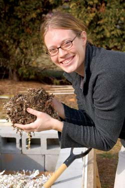 Amanda Egdorf-Sand conducts vermicomposting workshops.