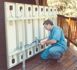 Take into account the location of the module junction box when installing modules to minimize interconnect wiring.