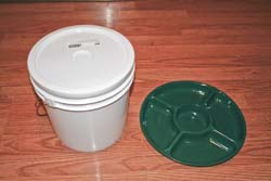 A 2½-gallon bucket and relish tray make a fine chicken feeder for less than $5.
